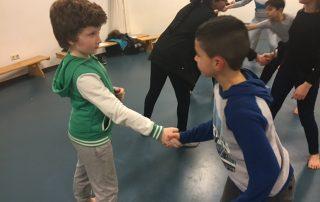 Kinderen doen vechttraining