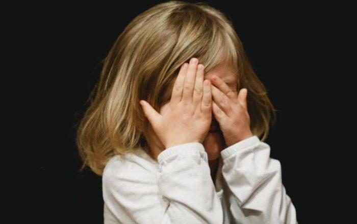 Kind Huilt Afscheid Bij School