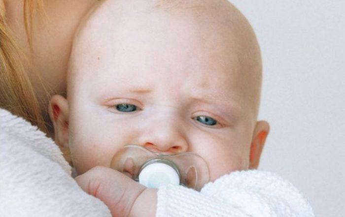 oorzaken huilen baby reflux