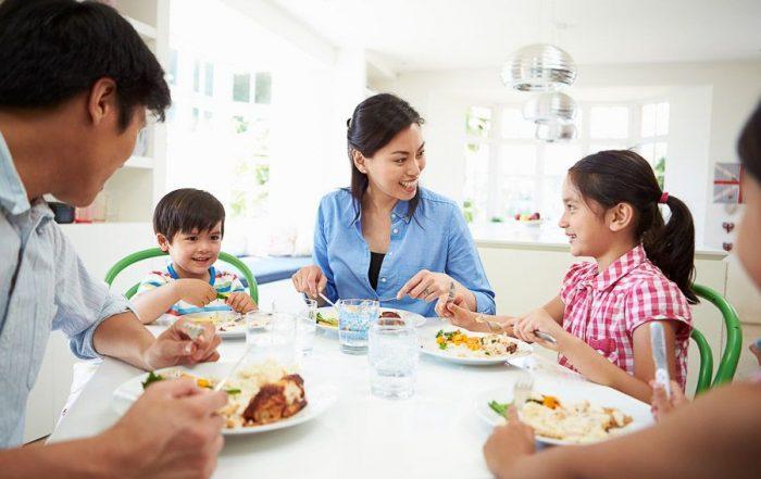 tips gezellig aan tafel hele gezin