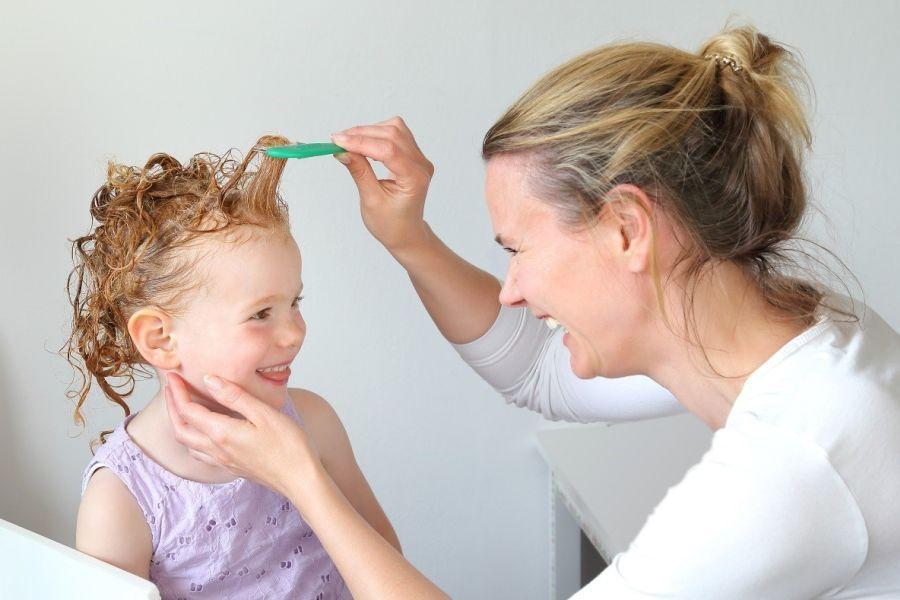 wat doen bij hoofdluis kinderen