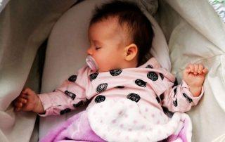 voorkeurshouding baby afplatting hoofdje