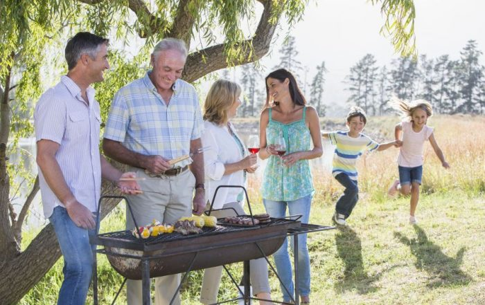 zomeractiviteit bereid samen BBQ-feest voor